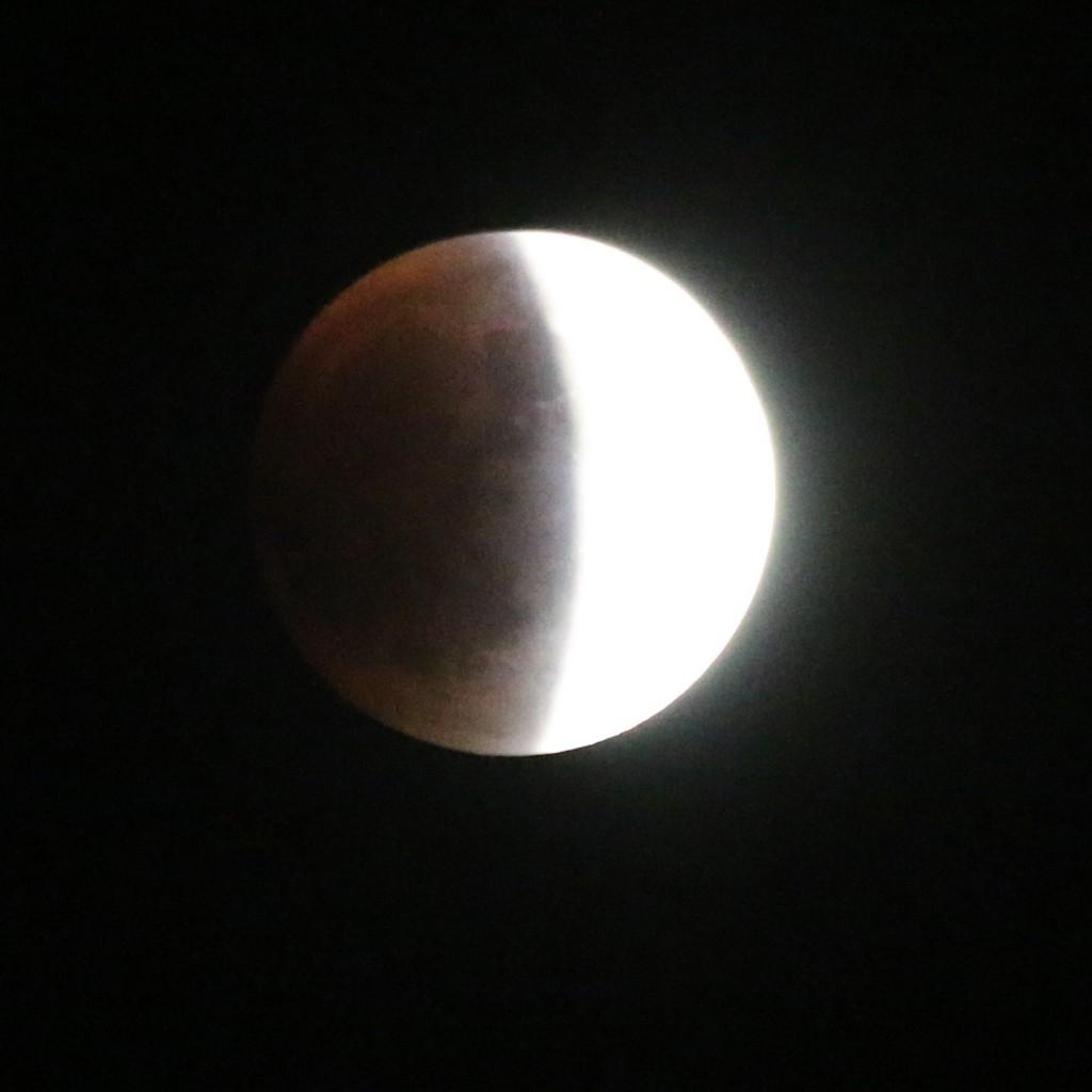 SupermoonEclipse2005qtr